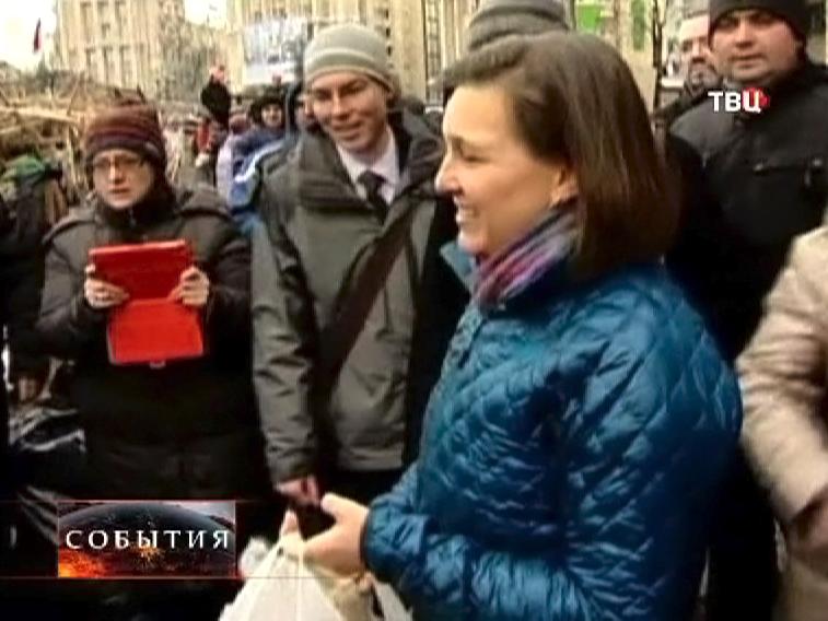 Заместитель госсекретаря США Виктория Нуланд на Майдане