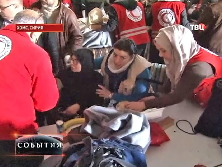 Медики оказывают помощь сирийским беженцам