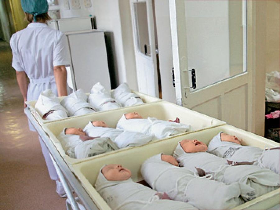 фото младенцев в роддоме фото
