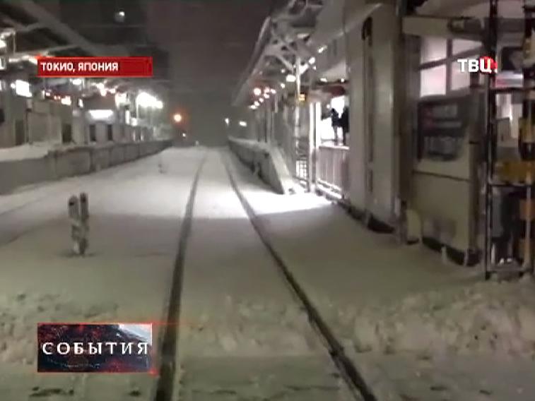 Сильный снегопад в Японии повлиял на железнодорожное сообщение