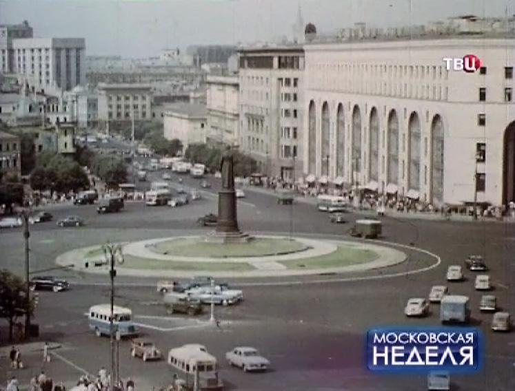 Памятник Феликсу Дзержинскому на Лубянской площади