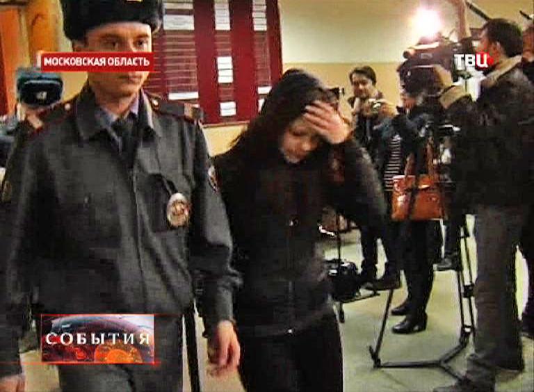 Подсудимые под стражей в зале суда