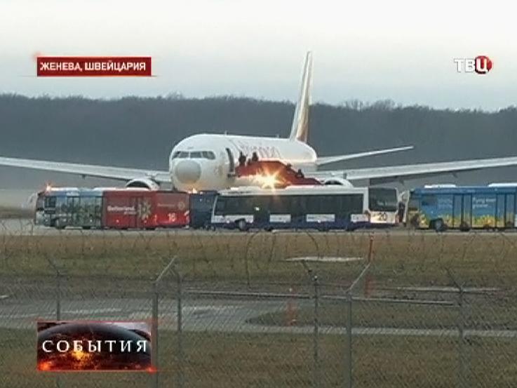 Угнанный самолет Boeing 767 сел в Женеве
