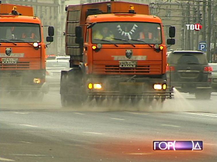 Поливалки на улицах Москвы