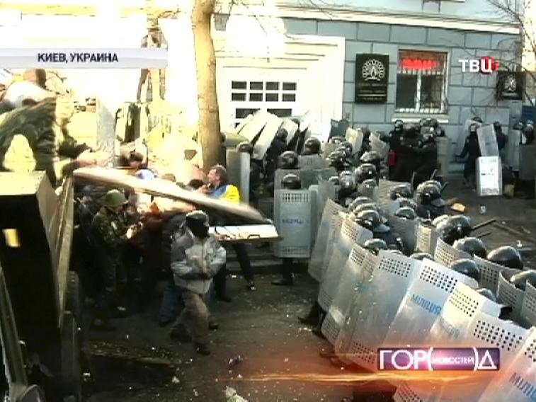 Около ста человек пострадали в беспорядках в Киеве