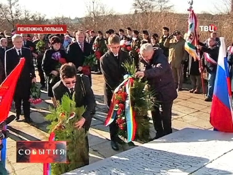 Акция памяти у памятника Ивану Черняховскому
