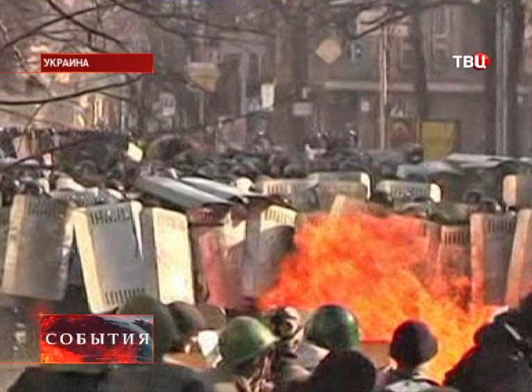 Столкновения активистов с милицией во время беспорядков на Украине
