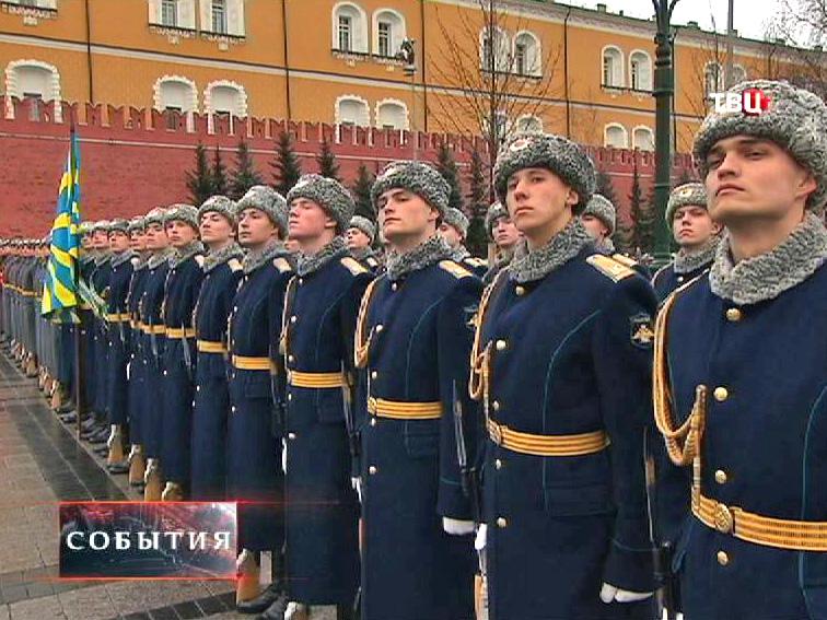 Постоение войск в Александровском саду