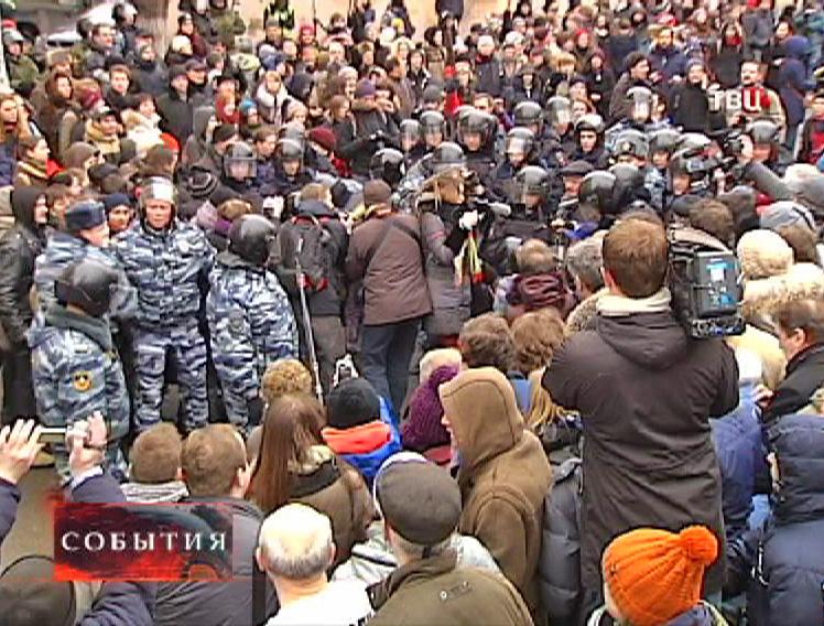 Несогласованный с властями митинг около здания суда