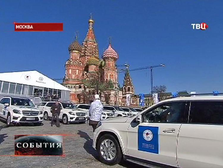 Церемония вручения автомобилей победителям Олимпиады на Васильевском спуске