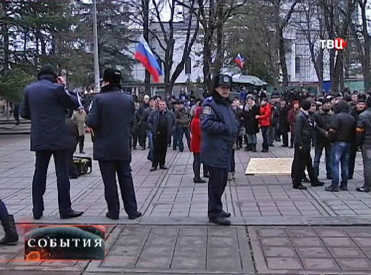 Митинг у здания Верховной Рады в Крыму