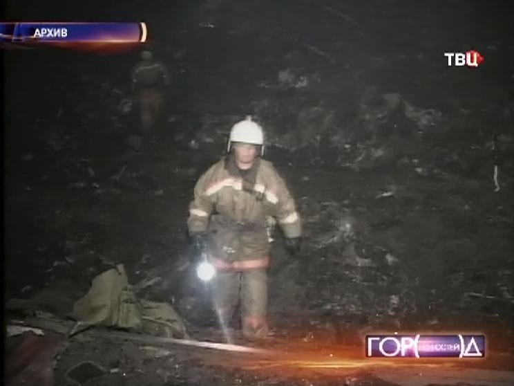 Спасатели на месте падения самолета