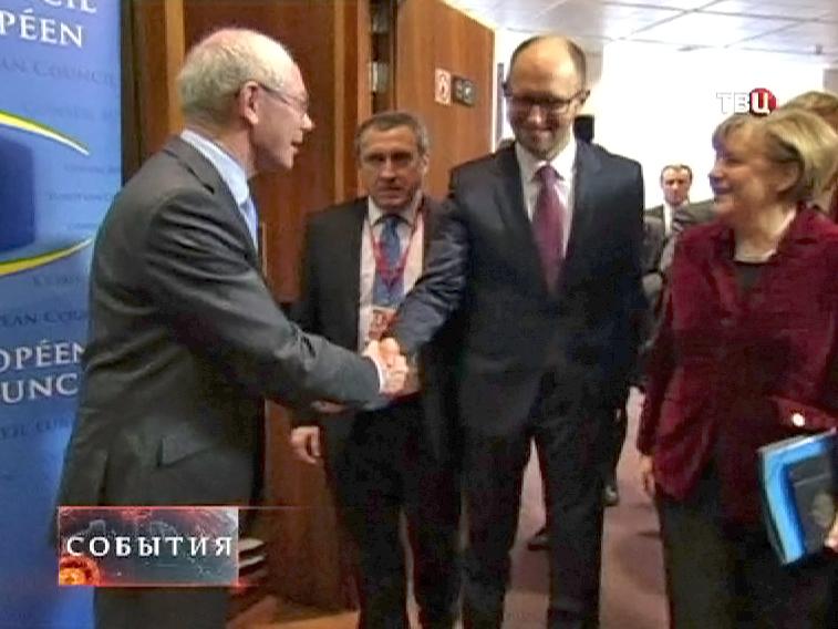 Херман Ван Ромпей. Арсений Яценюк и Ангела Меркель