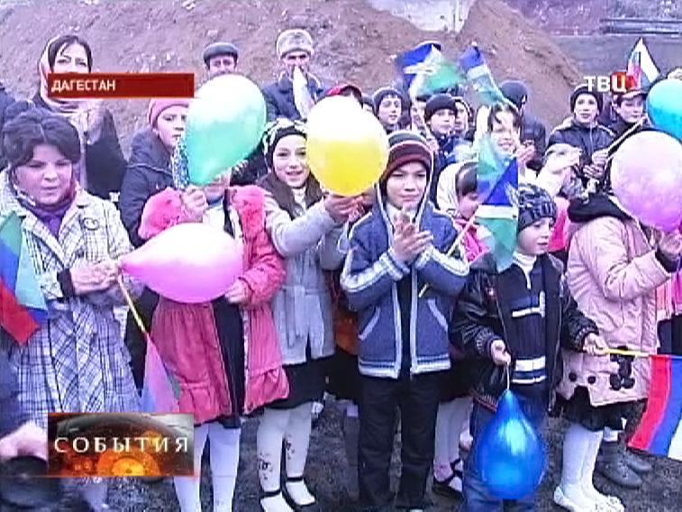 Дети на открытии нового детского сада в Дагестане