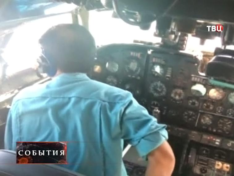 Пилоты и кабине самолета