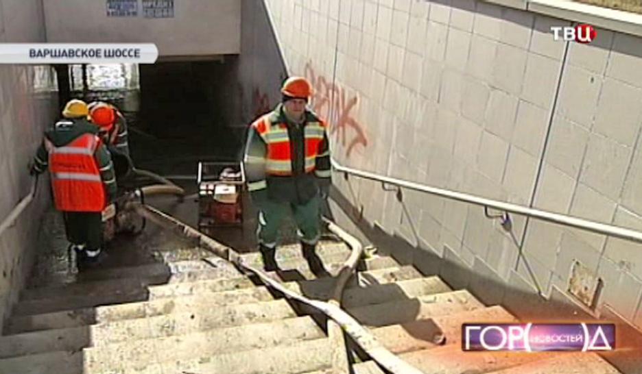 Коммунальщики устраняют аварию