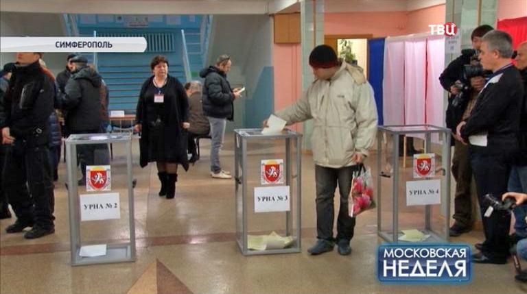 Голосование на одном из участков в Симферополе