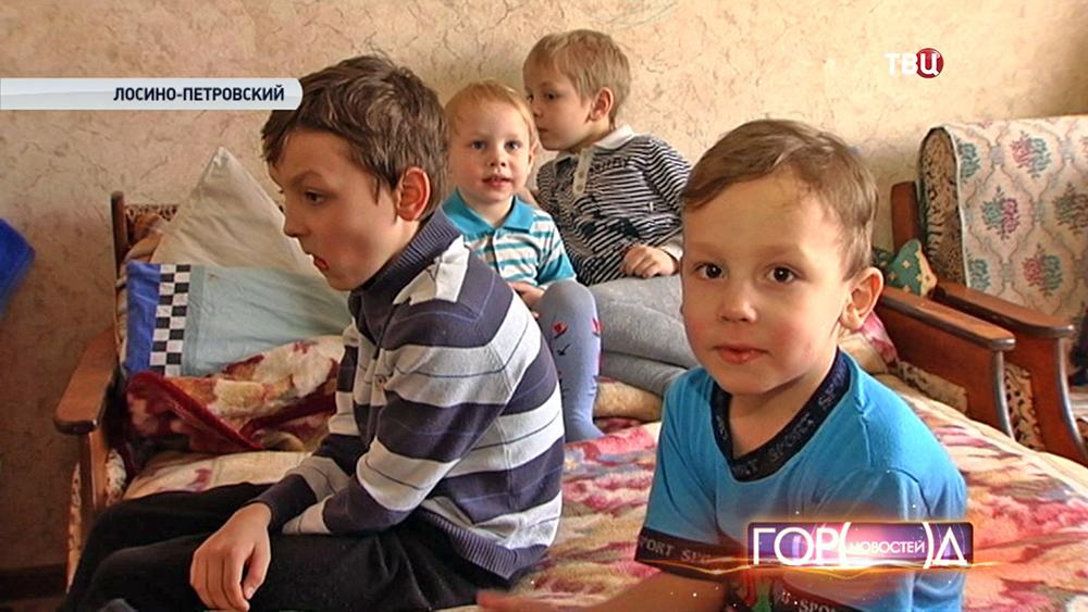 Как дают статус многодетной семьи - Разбираемся, что дают за третьего ребенка в России?