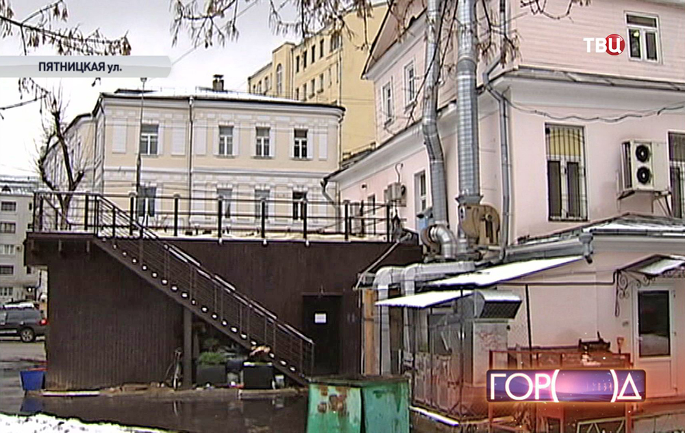 Незаконная пристройка к особняку на Пятницкой улице