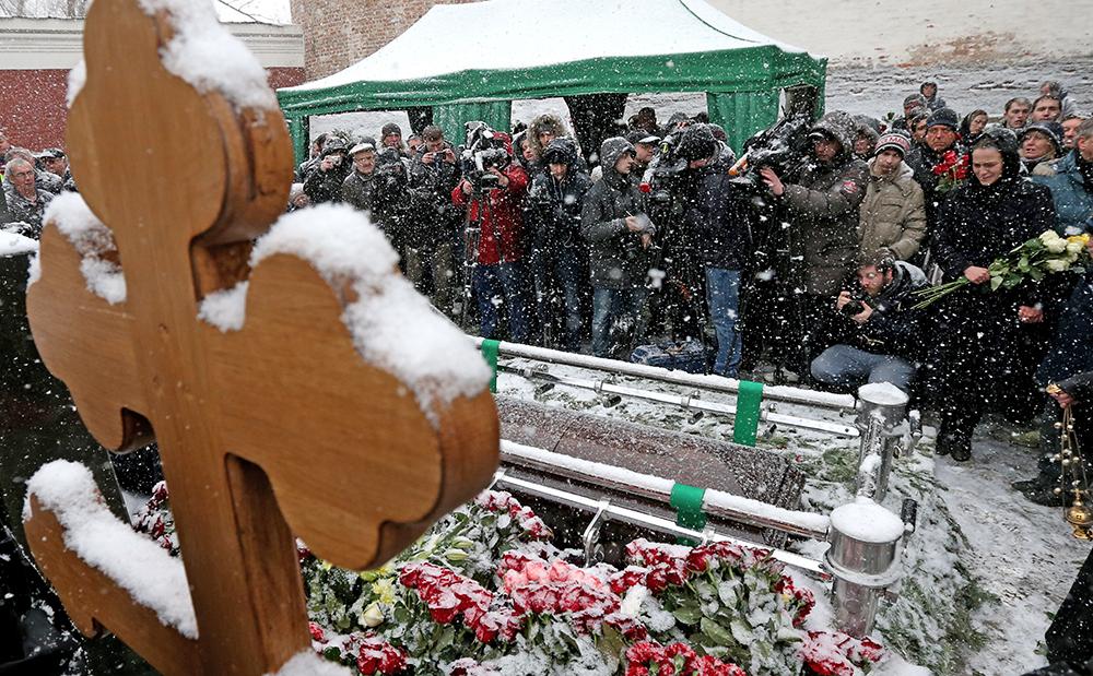 Прощание с Александром Починком на Новодевичьем кладбище