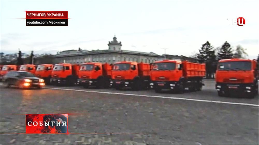 """В Чернигове активистами """"Правого сектора"""" захвачены 150 грузовиков """"КамАЗ"""""""