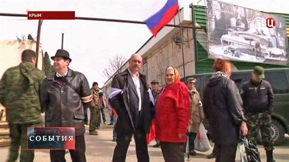 Жители Симферополя получают российские паспорта