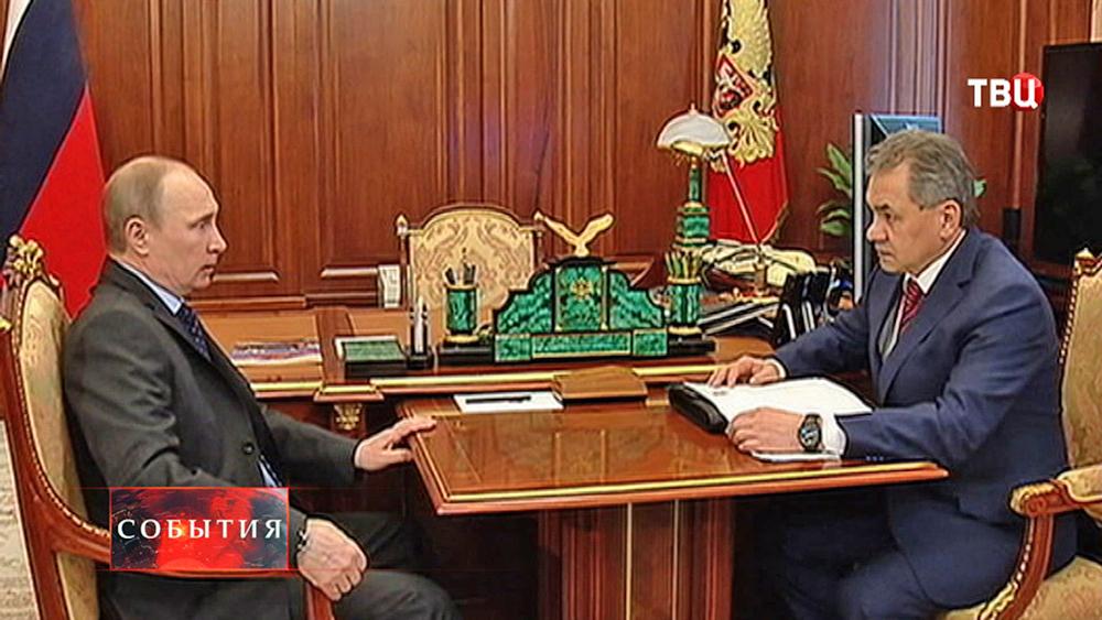 Президент России Владимир Путин и министр обороны России Сергей Шойгу