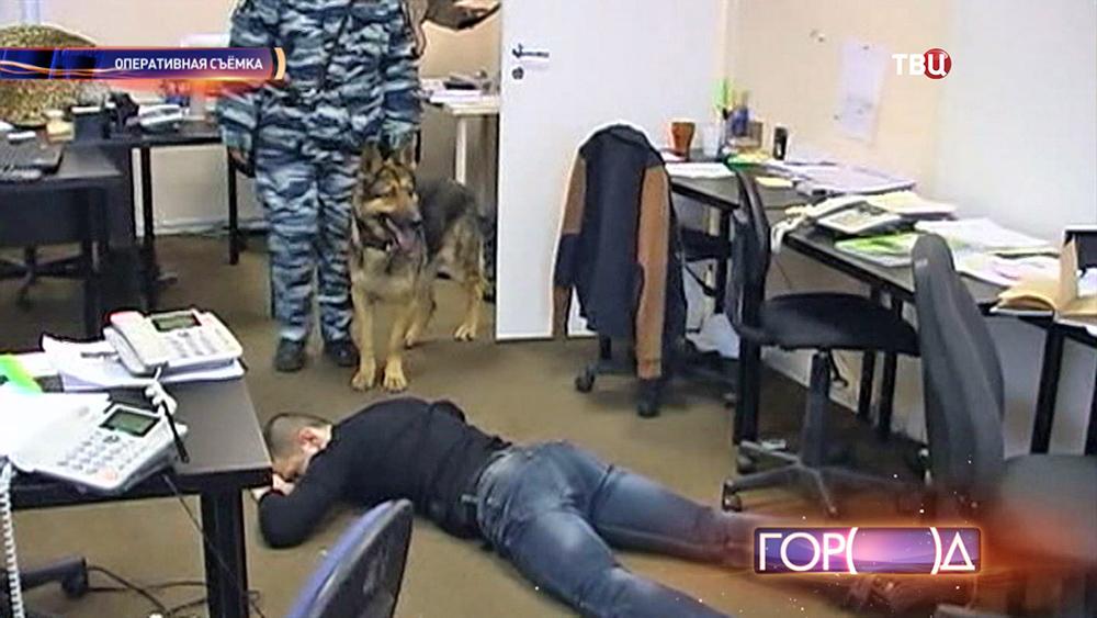 Полиция проводит обыск в офисе