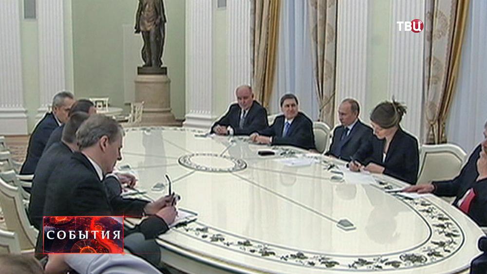 Президент России Владимир Путин провел в Кремле переговоры с Генсеком ООН Пан Ги Муном