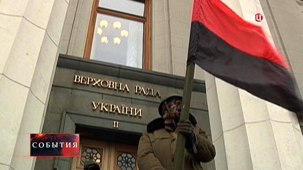 """Активист """"Правого сектора"""" с флагом"""