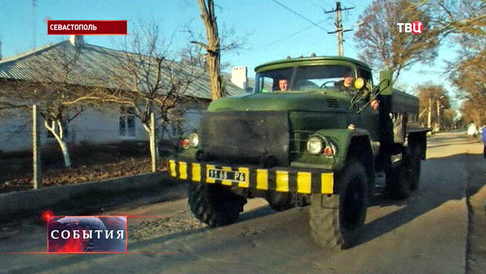 Военный грузовик в Севастоволе