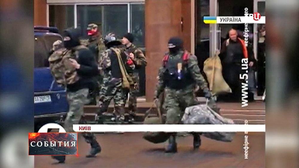 """Активисты """"Правого сектора"""" покинули гостиницу """"Днепр"""""""