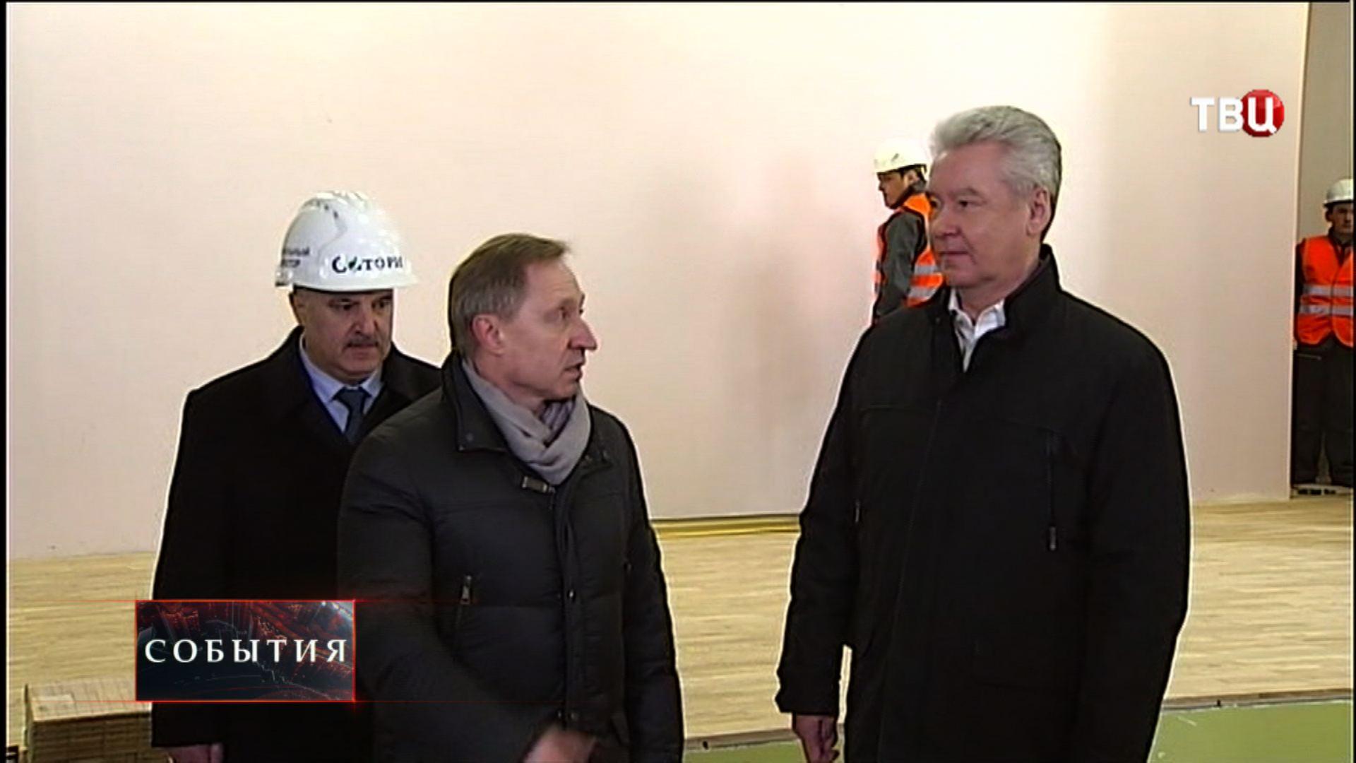 Сергей Собянин осматривает стройку нового корпуса школы