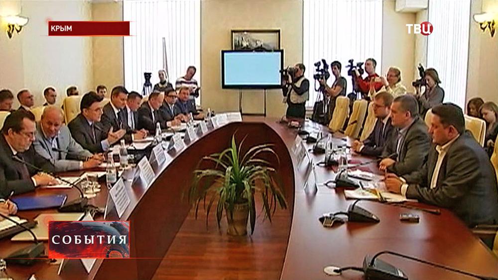 Совещание премьер министра Крыма Сергея Аксёнова и представителей Роскомнадзора