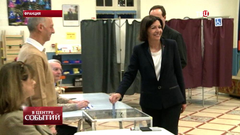 """Мэром Парижа стала кандидат от """"Социалистической партии"""" Анн Идальго"""
