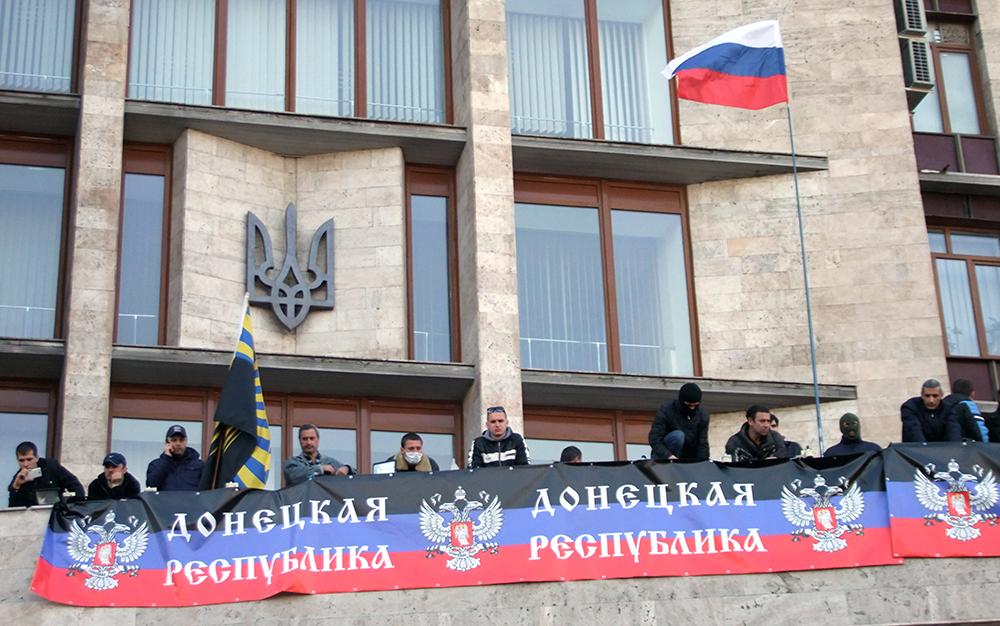 Митингующие в Донецке захватили здание обладминистрации
