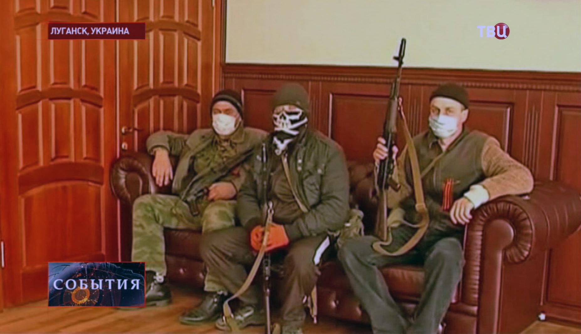 Сторонники проведения референдума о статусе восточных регионов Украины