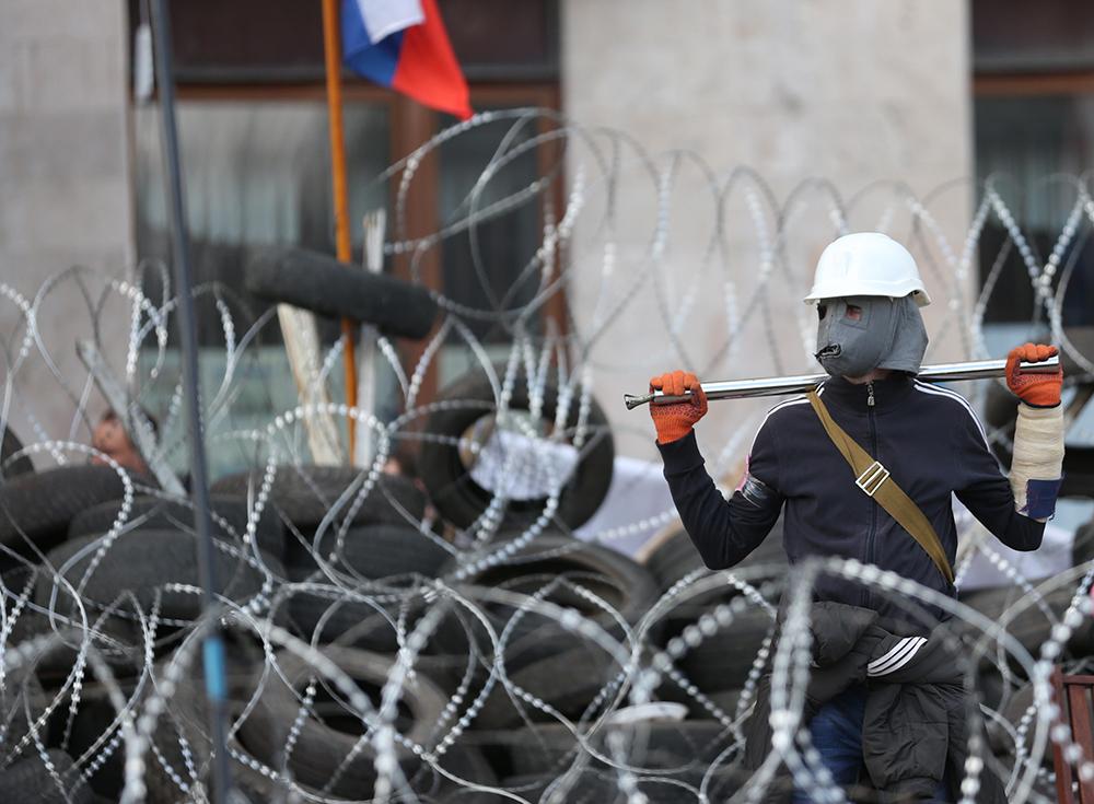 Участник протестных акций на баррикадах у здания Донецкой областной администрации