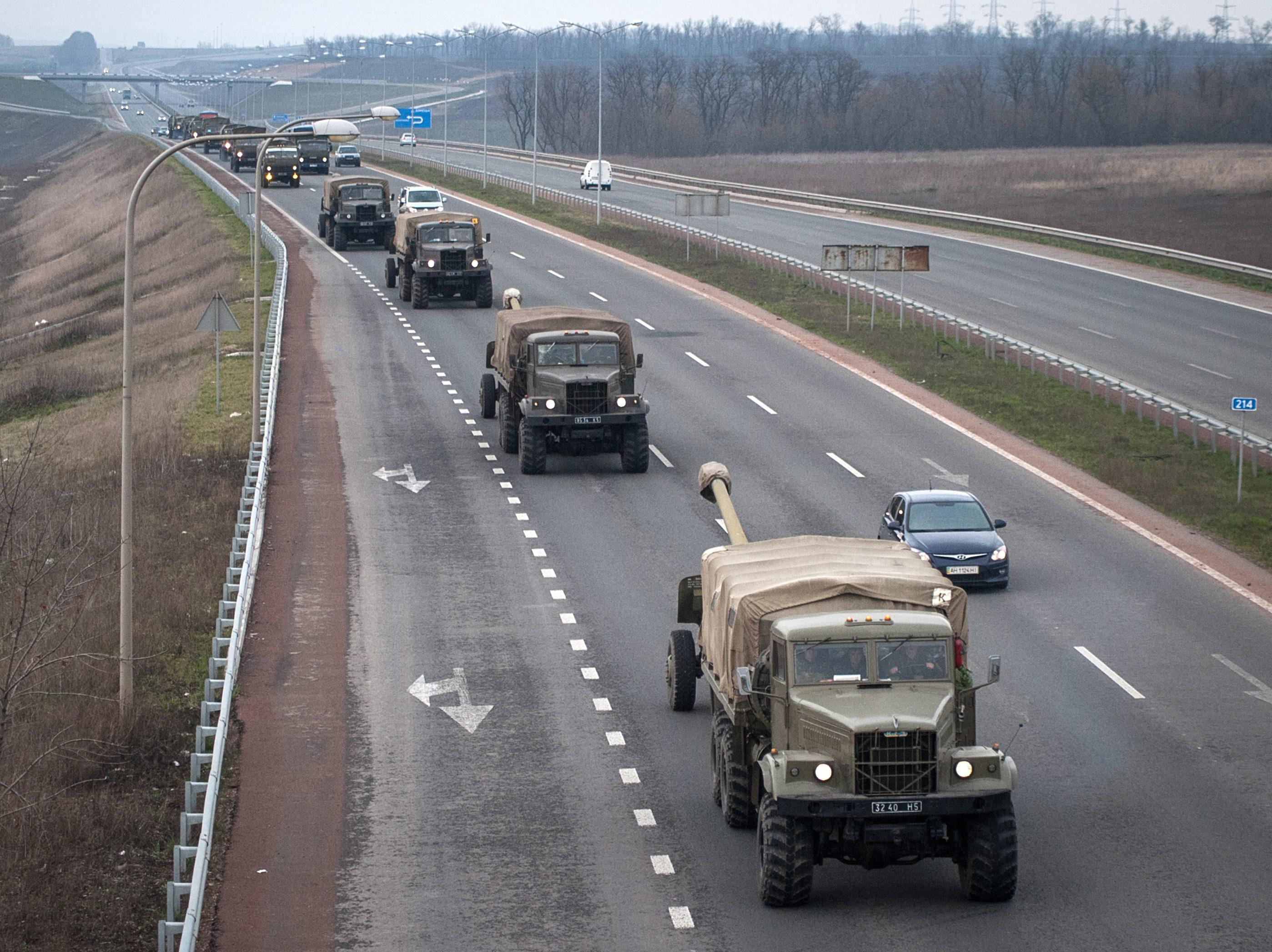 Украинская военная техника на Донецкой окружной дороге