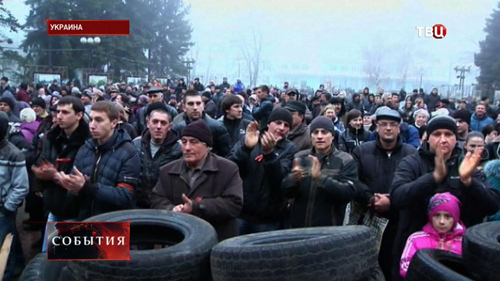 Митингующие жители на Украине