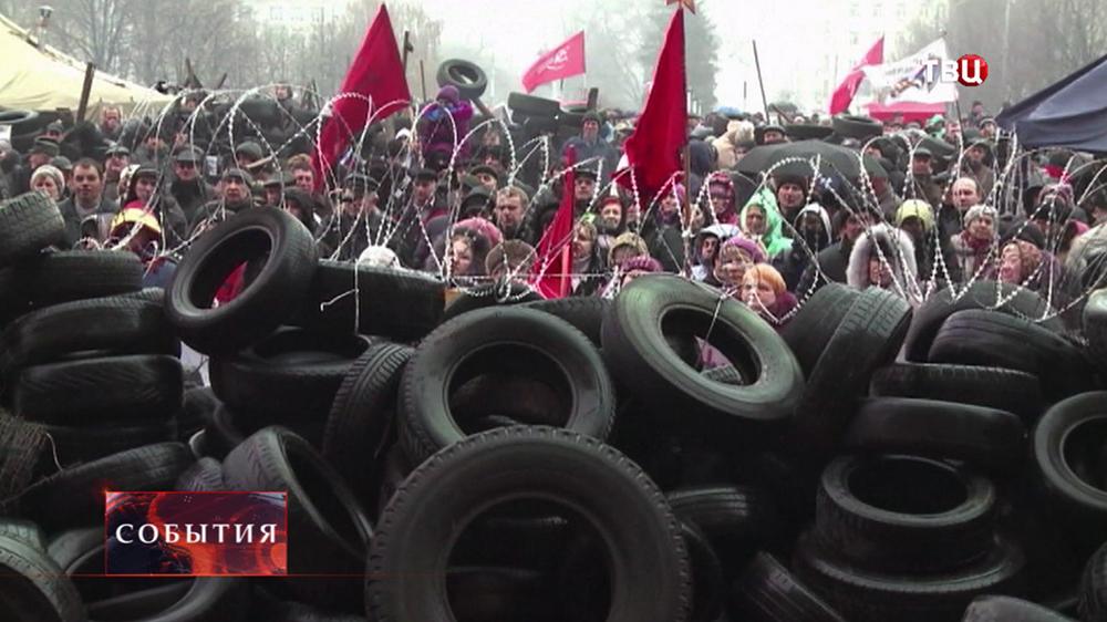 Участник протестных акций на баррикадах