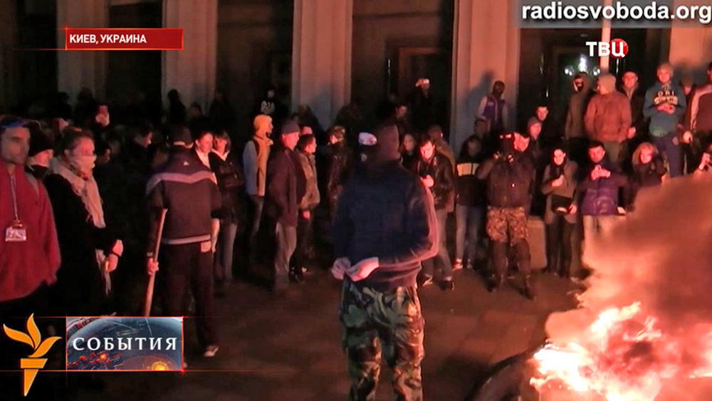 Митингующие у здания Рады в Киеве