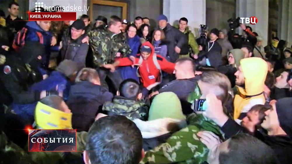 Потасовка у здания Рады в Киеве