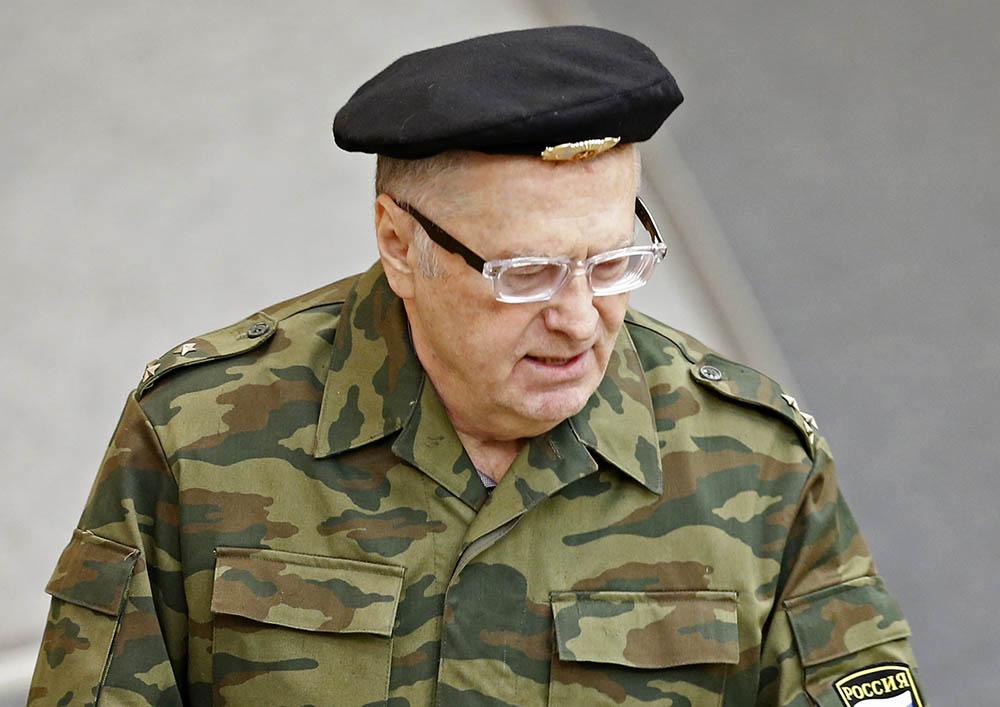 Лидер ЛДПР Владимир Жириновский в военной форме на заседании Госдумы РФ