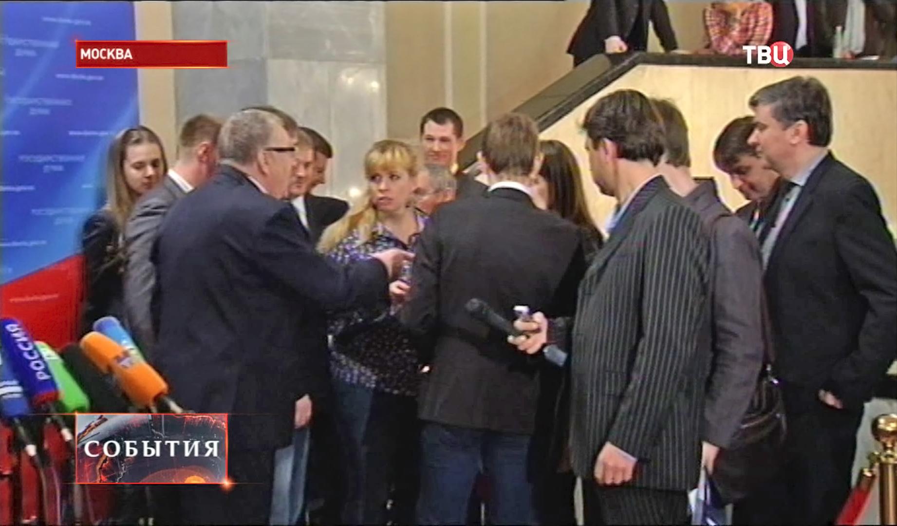 Жириновский оскорбляет беременную журналистку