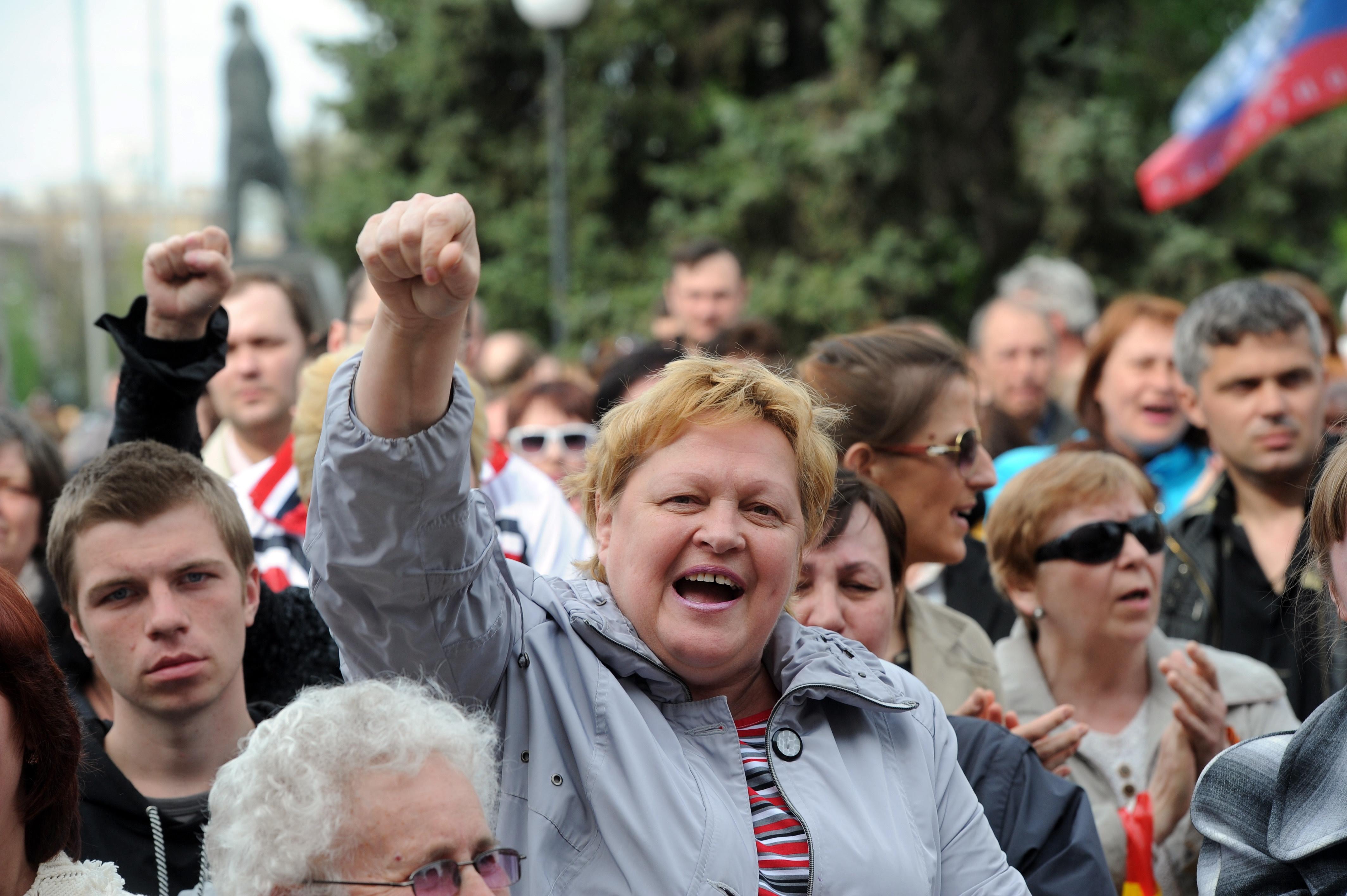 Сторонники федерализации во время митинга в Краматорске