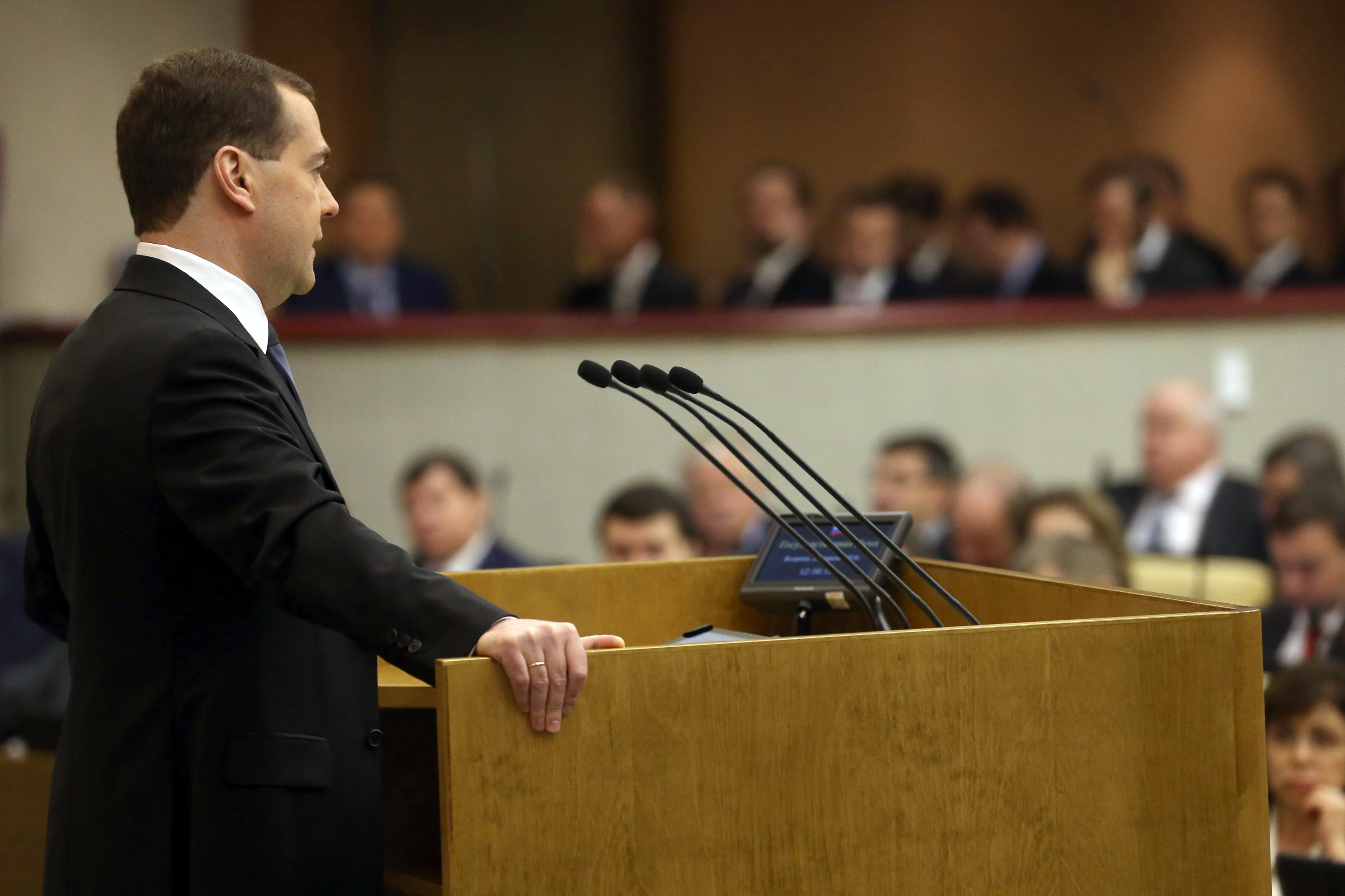 Дмитрий Медведев во время выступления в Государственной Думе