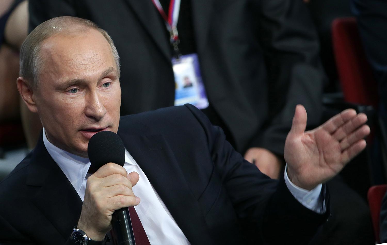 Владимир Путин во время пленарного заседания первого Медиафорума независимых региональных и местных СМИ