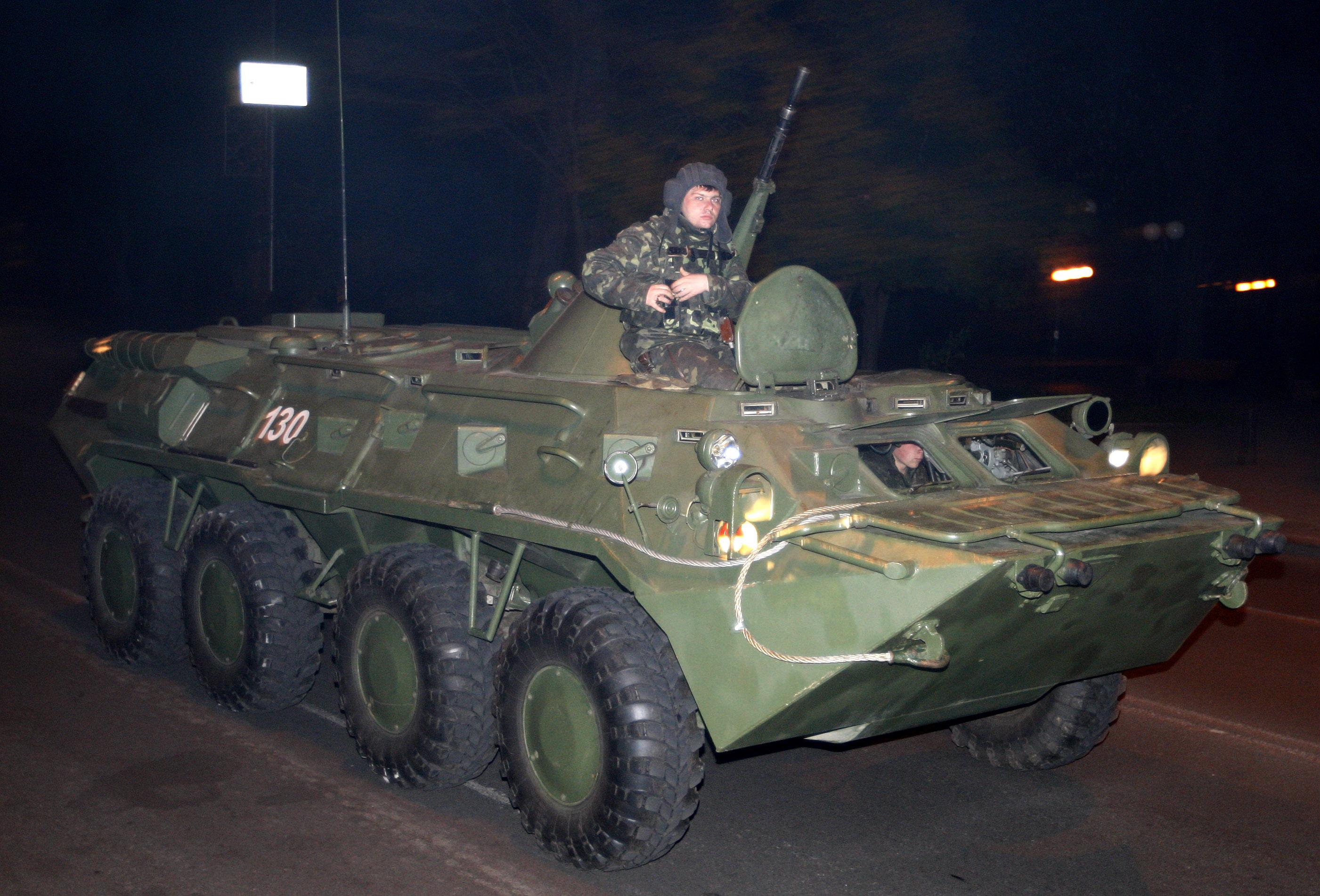 Военнослужащий во время тактико-специальных учений в Киеве