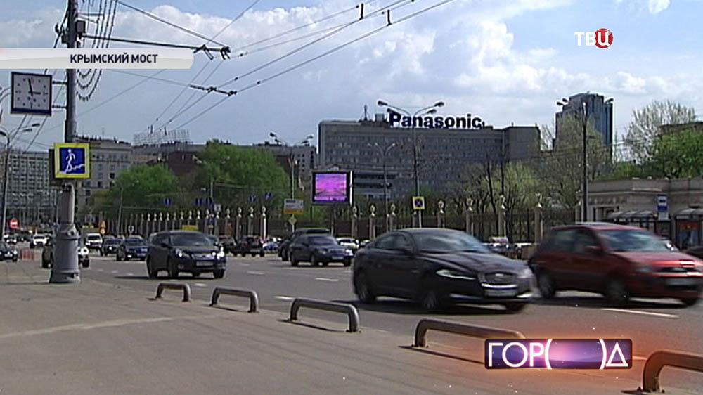 Движение машин на Крымском мосту